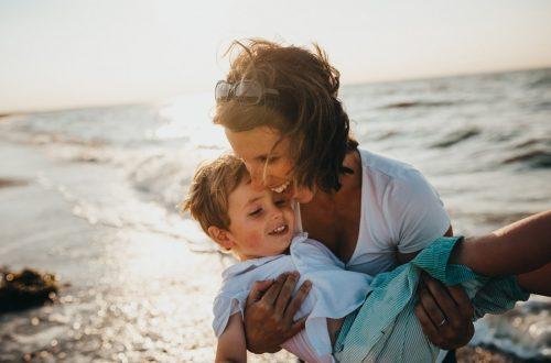 האם האמהות מביא את האושר המיוחל?