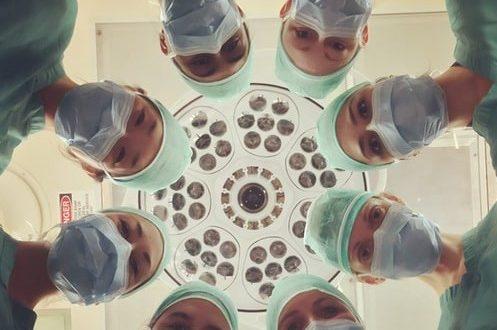 הרופאים בבית החולים בלידה